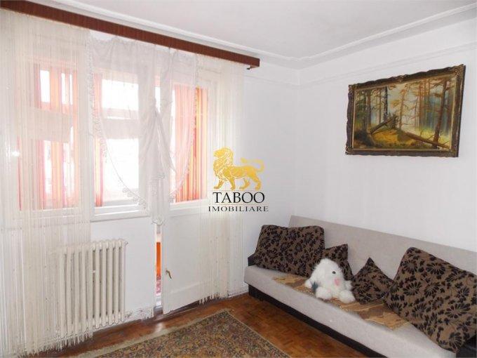 Apartament de inchiriat in Sibiu cu 2 camere, cu 1 grup sanitar, suprafata utila 45 mp. Pret: 200 euro.