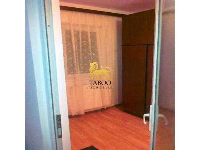 Apartament inchiriere cu 2 camere, etajul 3 / 4, 1 grup sanitar, cu suprafata de 50 mp. Sibiu.