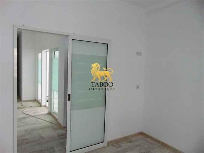 Apartament vanzare Sibiu 2 camere, suprafata utila 51 mp, 1 grup sanitar. 38.000 euro. Etajul 1 / 3. Apartament Calea Cisnadiei Sibiu