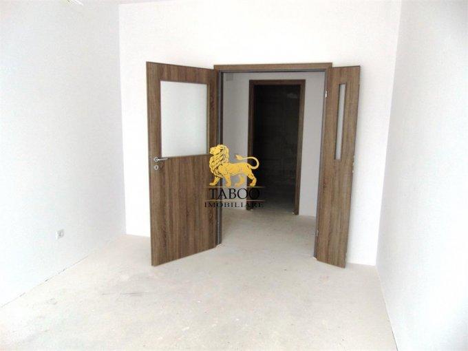 Apartament de vanzare direct de la agentie imobiliara, in Sibiu, in zona Calea Cisnadiei, cu 39.000 euro. 1 grup sanitar, suprafata utila 52 mp.