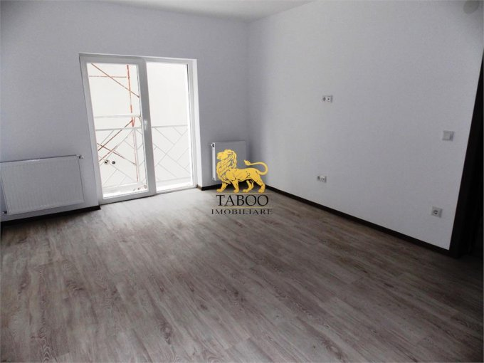 Apartament de vanzare direct de la agentie imobiliara, in Sibiu, in zona Calea Cisnadiei, cu 35.000 euro. 1 grup sanitar, suprafata utila 53 mp.