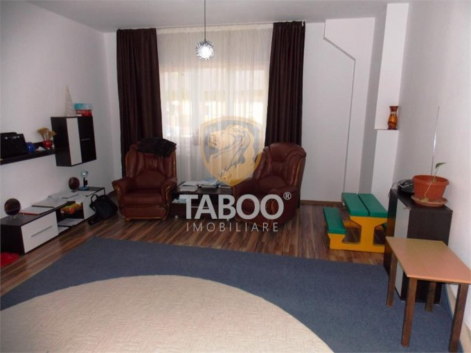 vanzare Apartament Sibiu cu 2 camere, cu 1 grup sanitar, suprafata utila 70 mp. Pret: 54.000 euro.