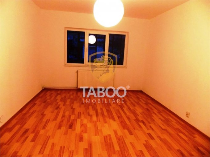 Apartament vanzare Sibiu 2 camere, suprafata utila 36 mp, 1 grup sanitar. 35.000 euro. Etajul 1 / 3. Apartament Calea Cisnadiei Sibiu