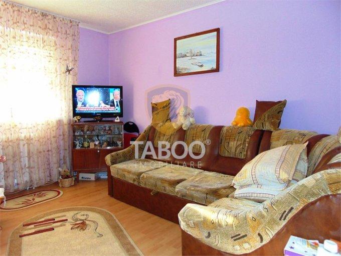 vanzare Apartament Cisnadie cu 2 camere, cu 1 grup sanitar, suprafata utila 40 mp. Pret: 27.000 euro.