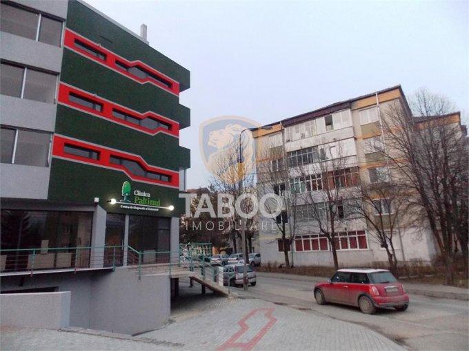 Apartament de vanzare in Sibiu cu 2 camere, cu 4 grupuri sanitare, suprafata utila 53 mp. Pret: 62.500 euro.