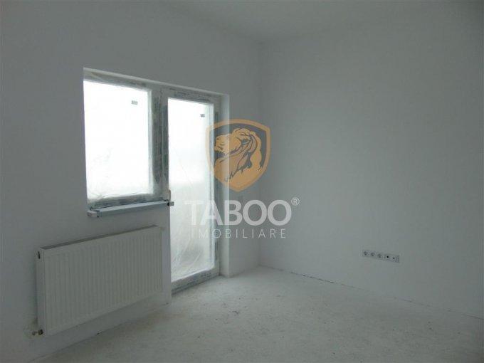 Apartament de vanzare direct de la agentie imobiliara, in Sibiu, in zona Calea Cisnadiei, cu 41.500 euro. 1 grup sanitar, suprafata utila 50 mp.
