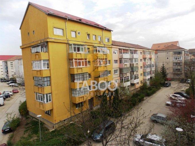 Apartament de vanzare direct de la agentie imobiliara, in Sibiu, in zona Stefan cel Mare, cu 45.000 euro. 1 grup sanitar, suprafata utila 55 mp.