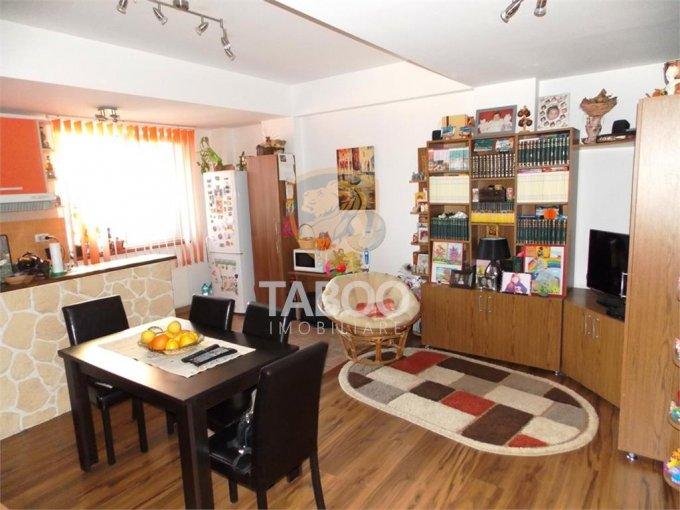Apartament de vanzare direct de la agentie imobiliara, in Sibiu, in zona Calea Poplacii, cu 51.000 euro. 1 grup sanitar, suprafata utila 51 mp.