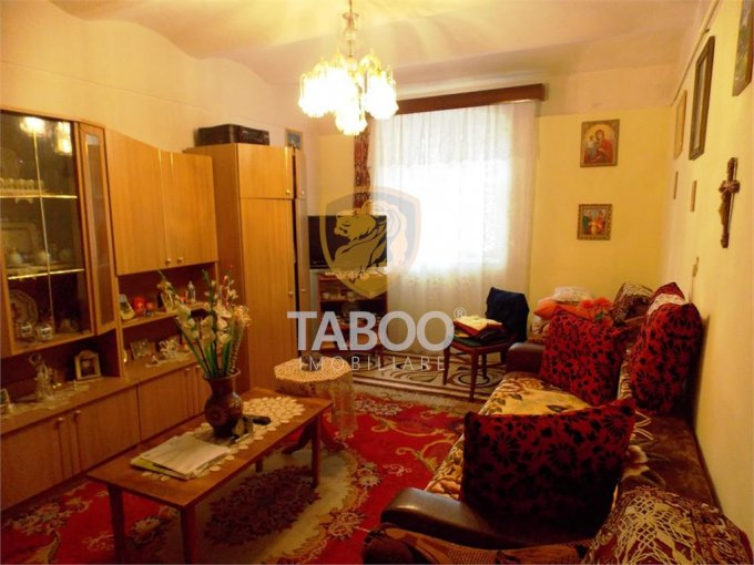 vanzare Apartament Sibiu cu 2 camere, cu 2 grupuri sanitare, suprafata utila 53 mp. Pret: 80.000 euro.