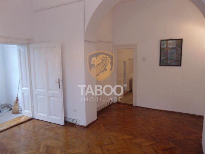 Apartament de inchiriat direct de la agentie imobiliara, in Sibiu, in zona Parcul Sub Arini, cu 300 euro. 1 grup sanitar, suprafata utila 67 mp.