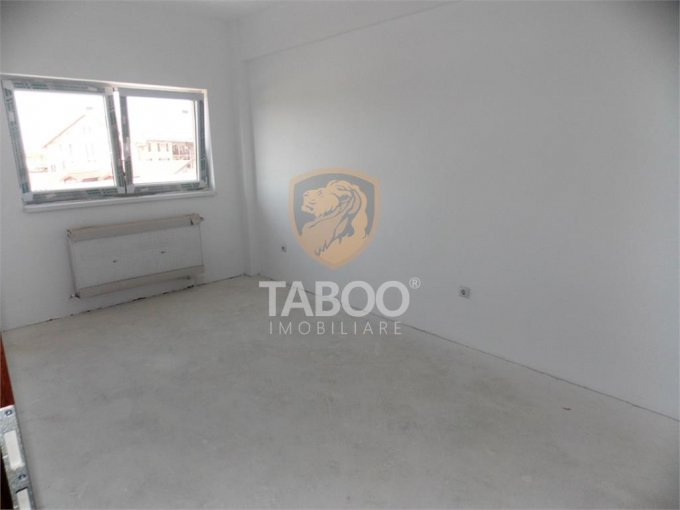 Apartament de vanzare direct de la agentie imobiliara, in Sibiu, in zona Selimbar, cu 52.500 euro. 1 grup sanitar, suprafata utila 61 mp.