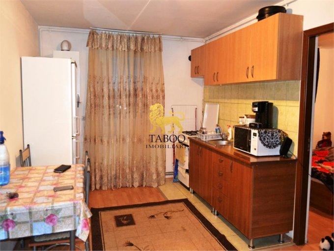 Apartament vanzare Sibiu 2 camere, suprafata utila 61 mp, 2 grupuri sanitare. 26.000 euro. Etajul Mansarda / 5. Apartament Broscarie Sibiu