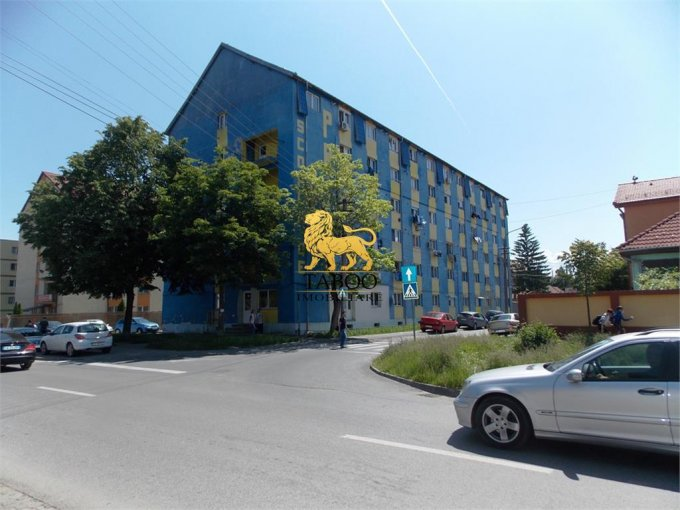 Apartament vanzare Vasile Aaron cu 2 camere, etajul 5 / 5, 1 grup sanitar, cu suprafata de 40 mp. Sibiu, zona Vasile Aaron.