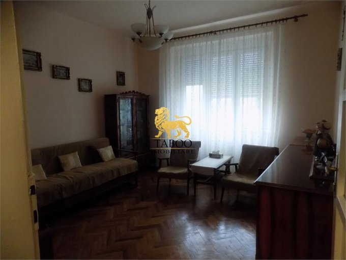 Apartament vanzare Sibiu 2 camere, suprafata utila 51 mp, 1 grup sanitar. 50.000 euro. Etajul 1 / 2. Apartament Trei Stejari Sibiu