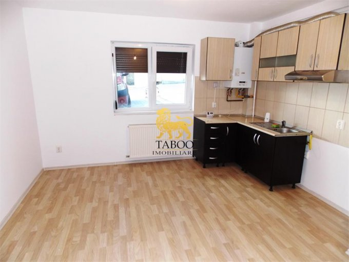 Apartament de vanzare direct de la agentie imobiliara, in Sibiu, in zona Gusterita, cu 21.000 euro. 1 grup sanitar, suprafata utila 36 mp.