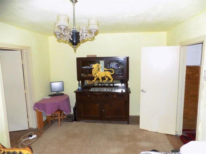 Apartament de vanzare direct de la agentie imobiliara, in Sibiu, in zona Terezian, cu 39.000 euro. 1 grup sanitar, suprafata utila 53 mp.