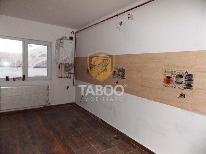 Apartament de vanzare direct de la agentie imobiliara, in Sibiu, in zona Stefan cel Mare, cu 24.500 euro. 1 grup sanitar, suprafata utila 43 mp.