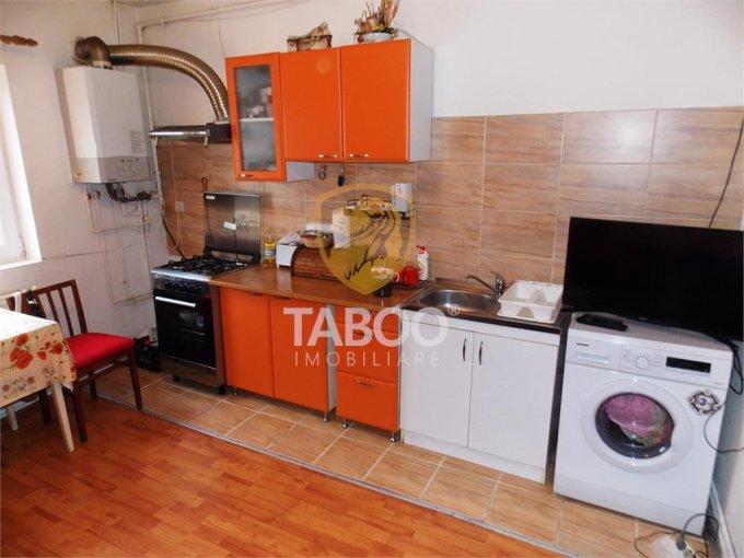 Apartament vanzare Compa cu 2 camere, etajul Mansarda / 5, 1 grup sanitar, cu suprafata de 40 mp. Sibiu, zona Compa.