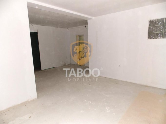 Apartament de vanzare direct de la agentie imobiliara, in Sibiu, in zona Strand, cu 30.990 euro. 1 grup sanitar, suprafata utila 55 mp.