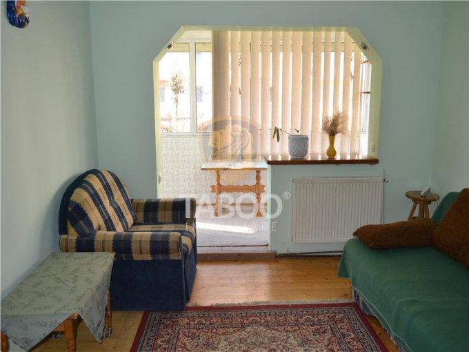 Apartament de inchiriat in Sibiu cu 2 camere, cu 1 grup sanitar, suprafata utila 52 mp. Pret: 250 euro.