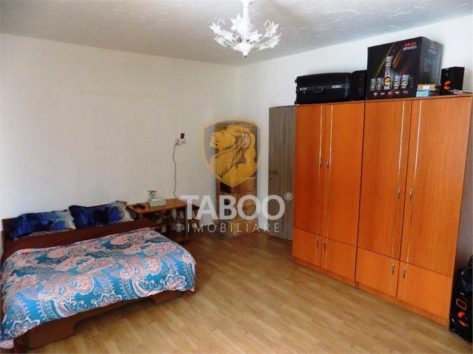 Apartament de vanzare direct de la agentie imobiliara, in Cisnadie, cu 49.000 euro. 1 grup sanitar, suprafata utila 70 mp.