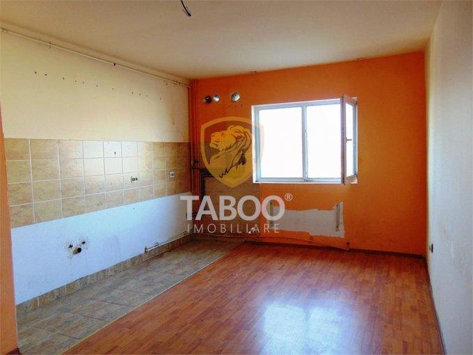 Apartament de vanzare in Sibiu cu 2 camere, cu 1 grup sanitar, suprafata utila 52 mp. Pret: 24.500 euro.