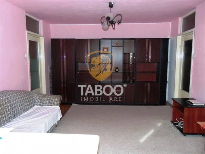 Apartament inchiriere Sibiu 2 camere, suprafata utila 48 mp, 1 grup sanitar. 250 euro. Etajul 2 / 4. Apartament Sibiu
