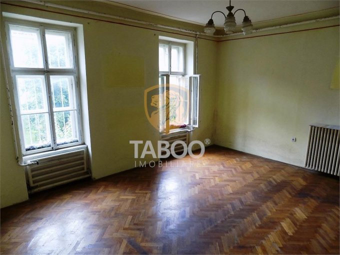 Apartament vanzare cu 2 camere, etajul 1 / 2, 1 grup sanitar, cu suprafata de 49 mp. Sibiu.