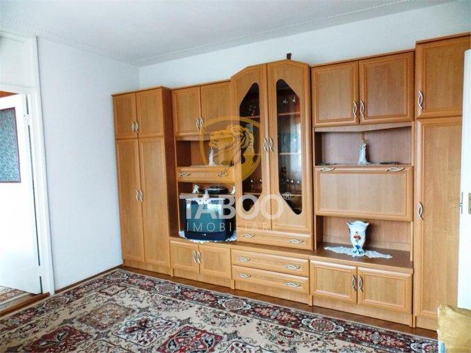 inchiriere Apartament Sibiu cu 2 camere, cu 1 grup sanitar, suprafata utila 40 mp. Pret: 220 euro.
