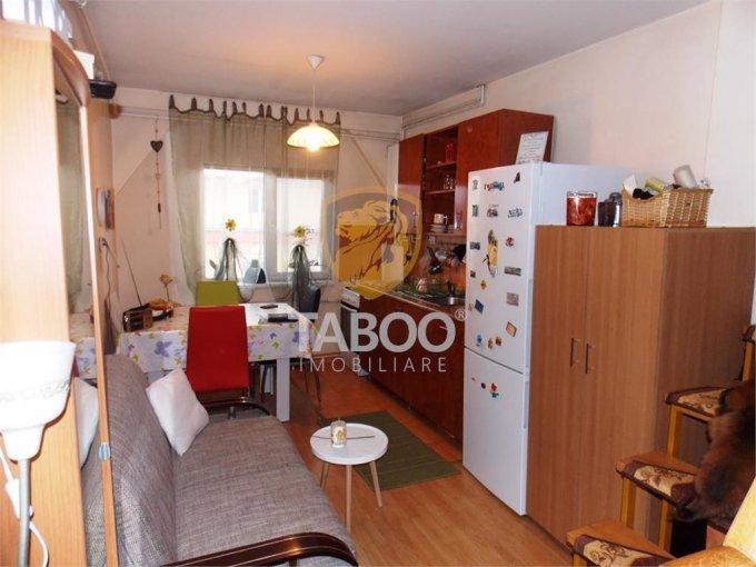 Apartament de inchiriat in Sibiu cu 2 camere, cu 1 grup sanitar, suprafata utila 32 mp. Pret: 250 euro.