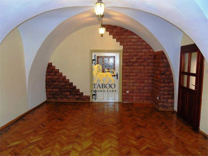 Apartament de vanzare direct de la agentie imobiliara, in Sibiu, cu 73.000 euro. 1 grup sanitar, suprafata utila 53 mp.