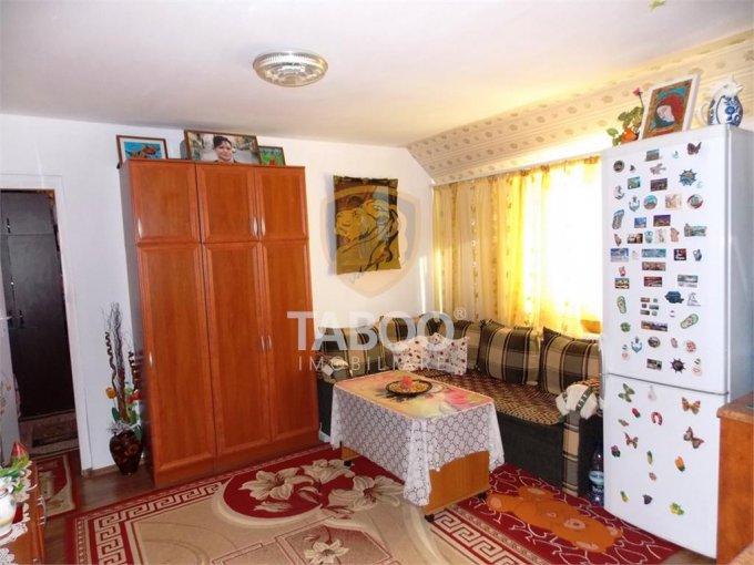 Apartament vanzare Cedonia cu 2 camere, etajul Mansarda / 5, 1 grup sanitar, cu suprafata de 40 mp. Sibiu, zona Cedonia.