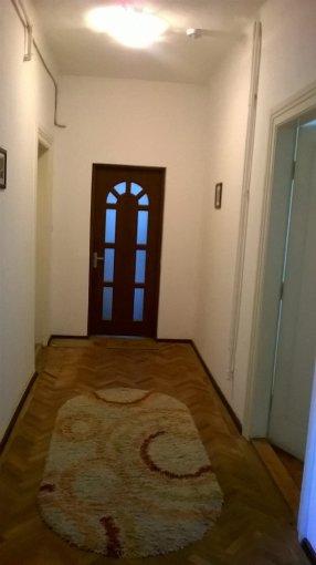 Apartament de vanzare in Sibiu cu 2 camere, cu 1 grup sanitar, suprafata utila 65 mp. Pret: 65.000 euro.