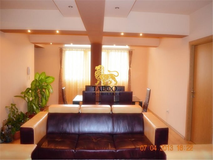Sibiu, zona Strand, apartament cu 3 camere de vanzare