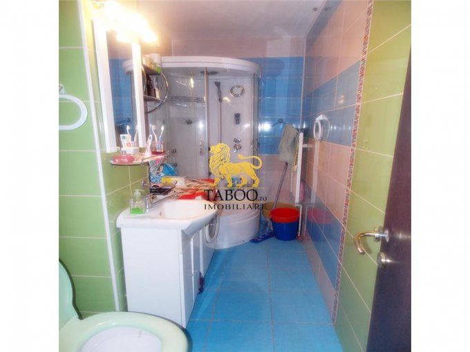 vanzare apartament decomandat, zona Vasile Aaron, orasul Sibiu, suprafata utila 64 mp