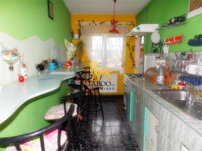 Sibiu, zona Vasile Aaron, apartament cu 3 camere de vanzare