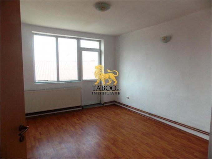 Apartament de vanzare direct de la agentie imobiliara, in Sibiu, in zona Piata Cluj, cu 65.000 euro. 1 grup sanitar, suprafata utila 110 mp.