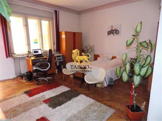 vanzare Apartament Sibiu cu 3 camere, cu 1 grup sanitar, suprafata utila 100 mp. Pret: 130.000 euro.