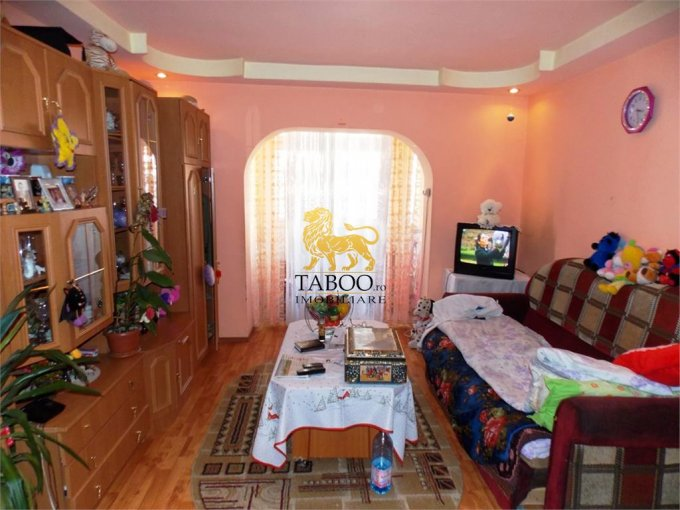 Apartament de vanzare in Sibiu cu 3 camere, cu 1 grup sanitar, suprafata utila 67 mp. Pret: 48.000 euro.