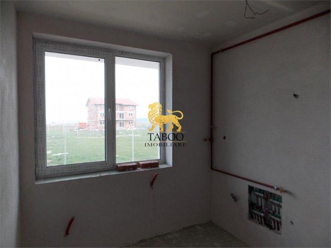 Apartament de vanzare in Sibiu cu 3 camere, cu 1 grup sanitar, suprafata utila 56 mp. Pret: 36.000 euro.