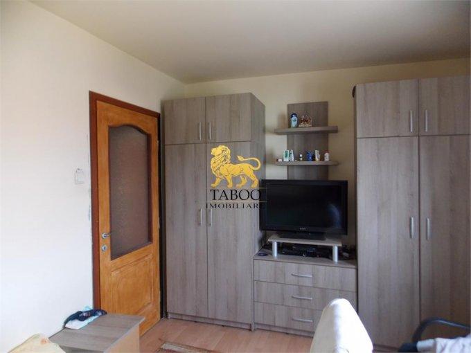 vanzare Apartament Sibiu cu 3 camere, cu 2 grupuri sanitare, suprafata utila 72 mp. Pret: 56.000 euro.