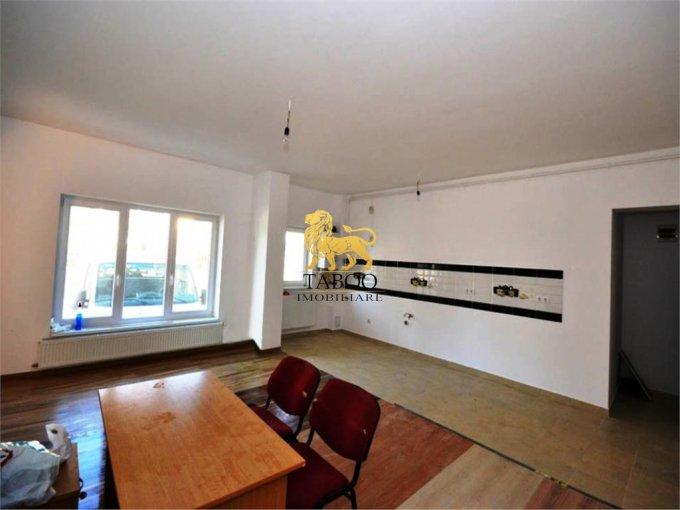 Apartament vanzare cu 3 camere, etajul 2 / 3, 1 grup sanitar, cu suprafata de 70 mp. Selimbar.