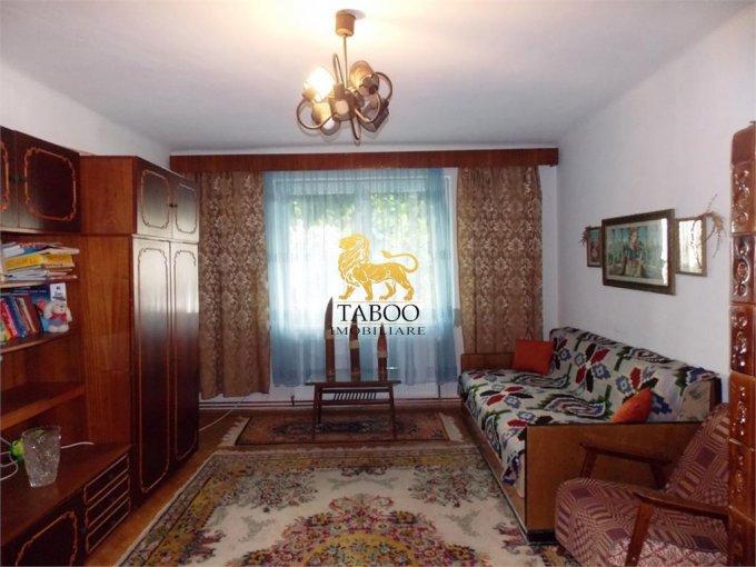 vanzare Apartament Sibiu cu 3 camere, cu 1 grup sanitar, suprafata utila 98 mp. Pret: 120.000 euro.