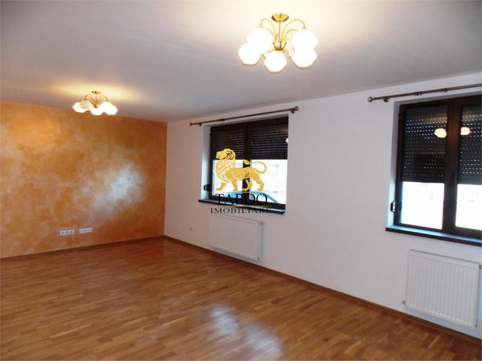 Apartament vanzare cu 3 camere, etajul 1 / 3, 1 grup sanitar, cu suprafata de 76 mp. Selimbar.