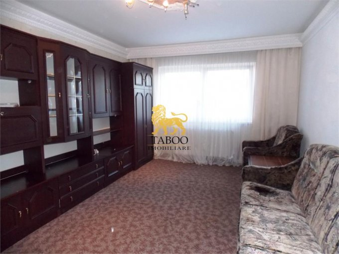 Apartament de inchiriat in Sibiu cu 3 camere, cu 2 grupuri sanitare, suprafata utila 72 mp. Pret: 270 euro.