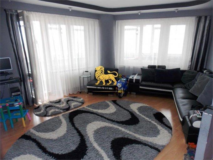 Apartament de vanzare in Sibiu cu 3 camere, cu 2 grupuri sanitare, suprafata utila 84 mp. Pret: 70.500 euro.