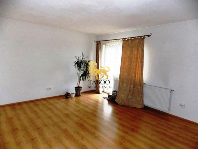 Apartament vanzare Sibiu 3 camere, suprafata utila 84 mp, 2 grupuri sanitare. 60.000 euro. Etajul 3 / 4. Apartament Turnisor Sibiu