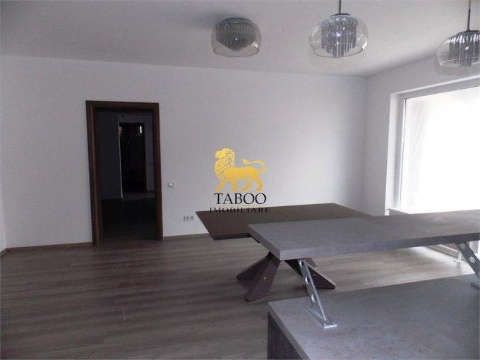vanzare Apartament Sibiu cu 3 camere, cu 2 grupuri sanitare, suprafata utila 89 mp. Pret: 59.500 euro.