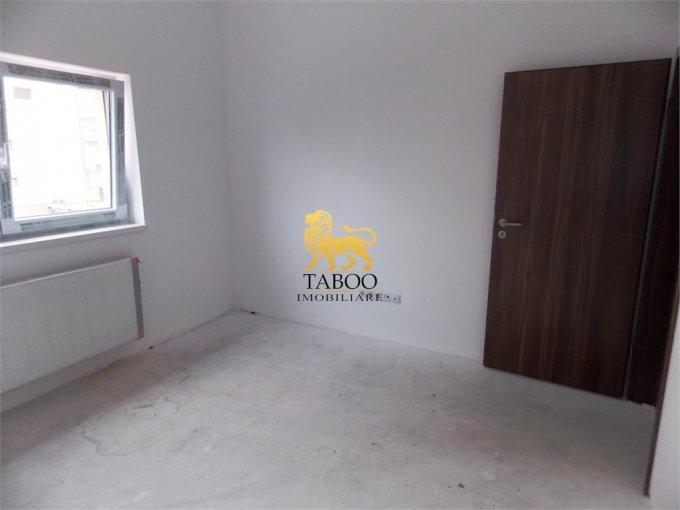 vanzare Apartament Sibiu cu 3 camere, cu 2 grupuri sanitare, suprafata utila 75 mp. Pret: 43.000 euro.