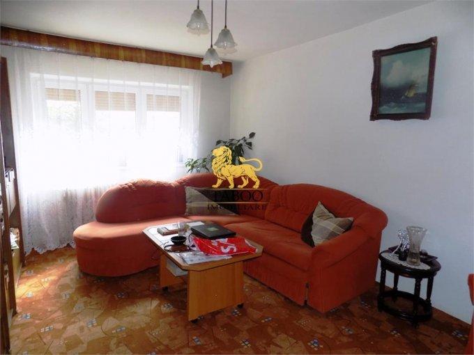 Apartament de vanzare in Sibiu cu 3 camere, cu 2 grupuri sanitare, suprafata utila 71 mp. Pret: 56.000 euro.